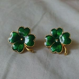 Avon 4 leaf clover earrings